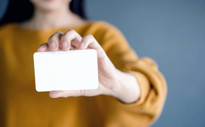 6 Business Card Must-Haves to Stand Out From the Crowd